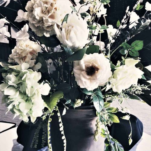 Urn-of-flowers-for-appetizer-tab-le